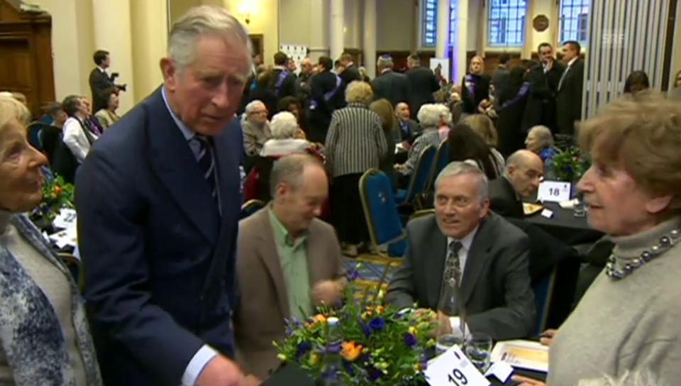 Prinz Charles trifft Überlebende des Holocausts (unkom.)