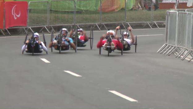 Video «Schweiz schrammt im Handbike-Rennen an Medaille vorbei» abspielen