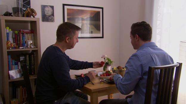 Video «Bevormundung: Lebenspartner darf nicht in die Wohnung einziehen» abspielen