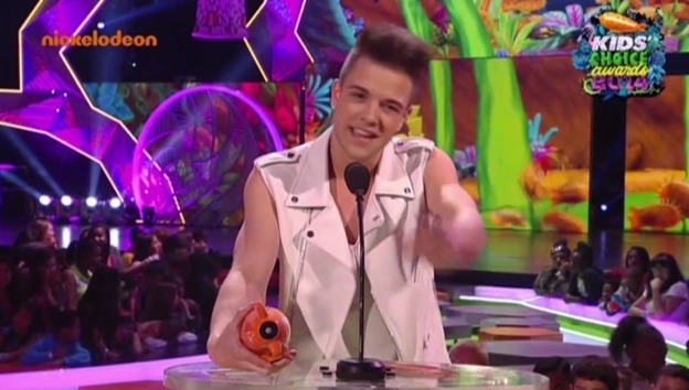 Video «Luca Hänni am Kids' Choice Award» abspielen