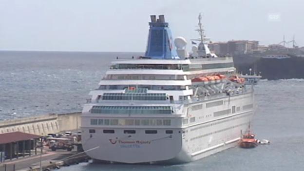 Video «Das Kreuzfahrtschiff im Hafen von Santa Cruz de La Palma (unkomm.)» abspielen