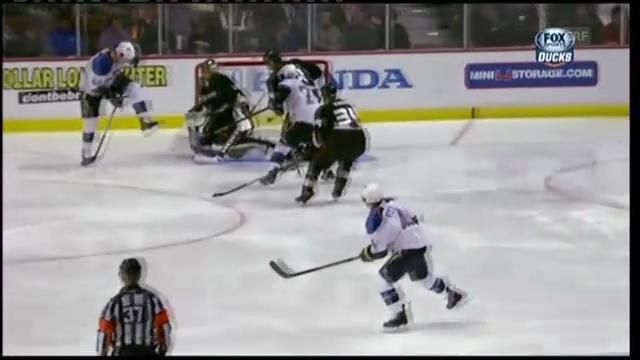 Eishockey: Hiller muss sich von Berglund bezwingen lassen