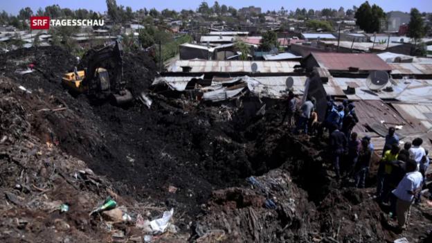Video «Abrutschende Müllhalde verschüttet Menschen» abspielen