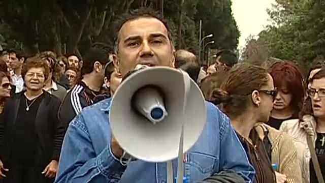 Bankangestellte protestieren in Nikosia (unkommentiert).