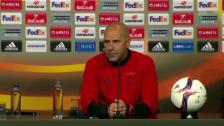 Link öffnet eine Lightbox. Video Ajax-Coach Bosz: Über Verschiebung müssen andere entscheiden abspielen