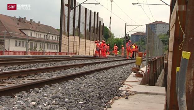Video «Bahnunterbruch wegen Erdrutsch» abspielen