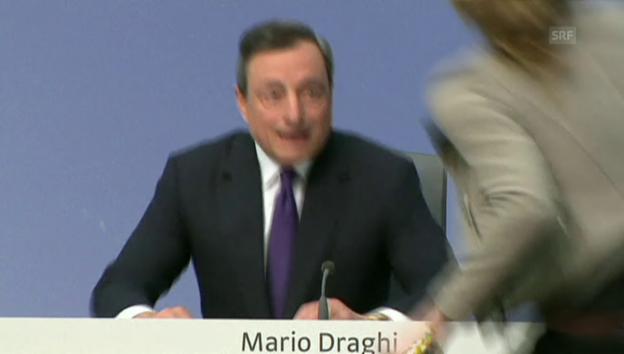 Video «Frau stört Draghi-Medienkonferenz» abspielen