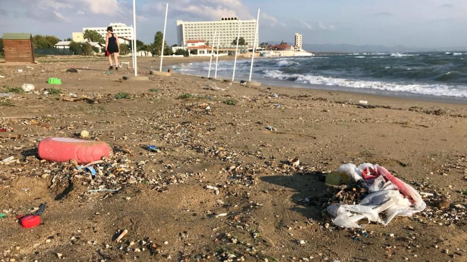 Plastikmüll verschmutzt Zyperns unberührte Strände
