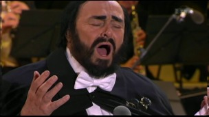 Video «Luciano Pavarotti verstummte vor 10 Jahren, Jennifer Lawrence ist verliebt und Streit um «Star Wars»» abspielen