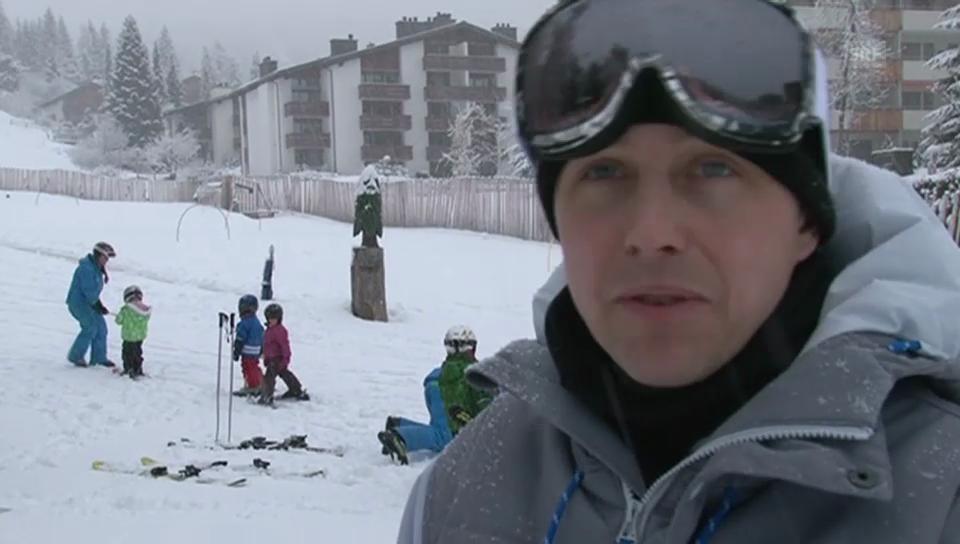 Fabien Rohrer bringt seinem Sohn das Snowboarden bei