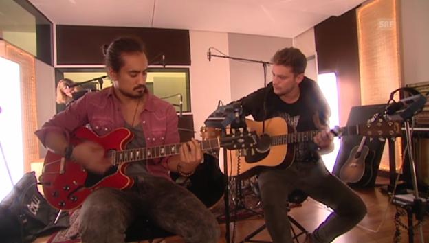 Video «Bastian Baker und Eric Blum spielen zusammen und schwärmen voneinander» abspielen