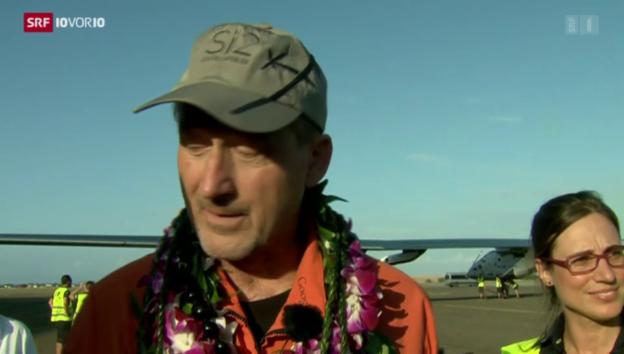 Video «Pilot André Borschberg nach der Landung» abspielen