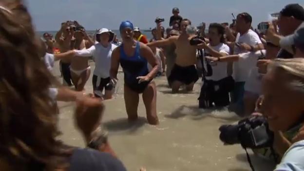 Video «Diana Nyad schwimmt für ihren Lebenstraum» abspielen