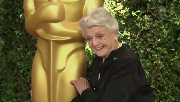Video «Angela Lansbury erhält 2013 Ehren-Oscar (unkomm.)» abspielen