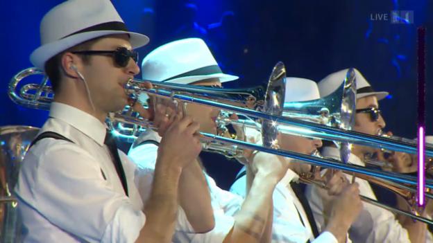 Video «Bieranjas mit «Sing, Sing, Sing»» abspielen