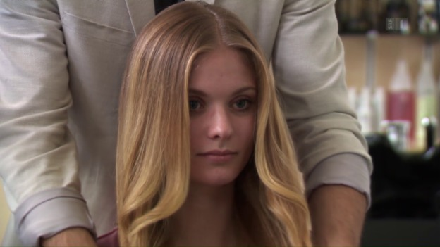 Video «Zum Haareraufen: Pflegespülungen enthalten heikle Stoffe» abspielen