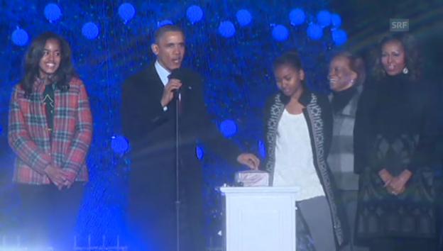 Video «Barack Obama entzündet die Weihnachtsbeleuchtung» abspielen