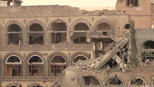 Video «Zerstörung in Hauptstadt Sanaa (unkomment.)» abspielen