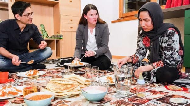 Video ««Vier zum Volk» (4/4): Nadja Pieren bei den Flüchtlingen» abspielen