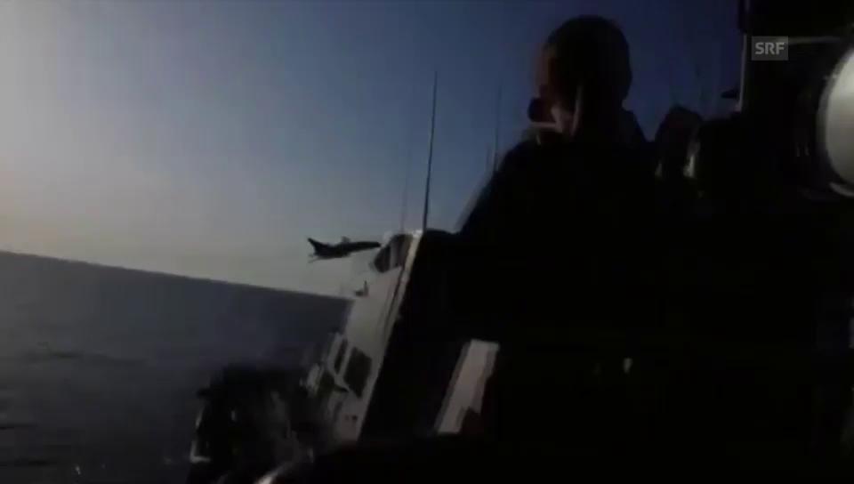 Kampfjets über einem US-Kriegsschiff (Quelle: Eucom)