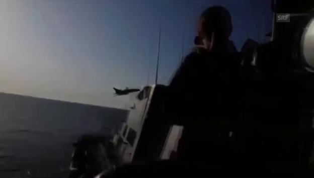 Video «Kampfjets über einem US-Kriegsschiff (Quelle: Eucom)» abspielen