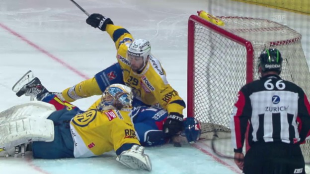 Video «Eishockey: Playoff-Final ZSC Lions - HC Davos, Spiel 5, Gross-Chance ZSC» abspielen