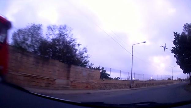 Video «Absturz eines Aufklärungsflugzeugs» abspielen