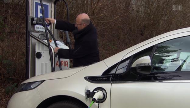 Video «Elektro-Autos: Aufbau von Strom-Tankstellen stottert» abspielen