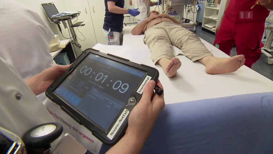 Sobald ein Patient im Spital ist, läuft die «Stroke Clock» mit und hält die Helfer auf Trab.