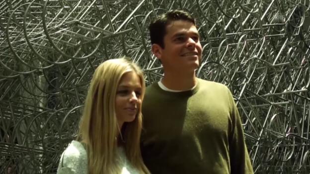 Video «Raonic entspannt sich beim Besuch in einer Kunstgalerie (Quelle: SNTV)» abspielen