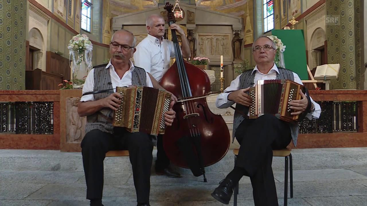 An der Trauerfeier von Sepp Gisler in der Kirche von Flüelen