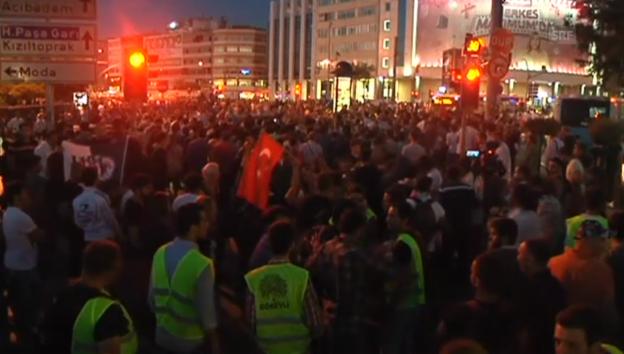 Video «Proteste in Istanbul gehen weiter (unkommentiert)» abspielen