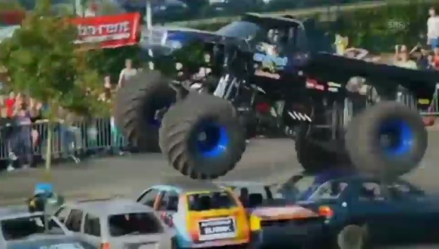 Video «Tödlicher Unfall mit Monster-Truck» abspielen