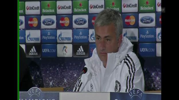 Video «Ein angespannter José Mourinho (Quelle: SNTV)» abspielen