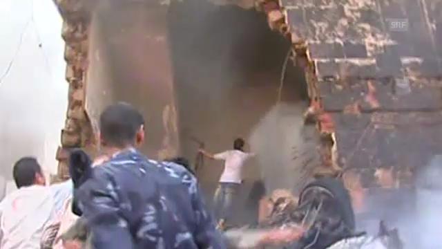 Militärjet stürzt über Wohnhaus ab