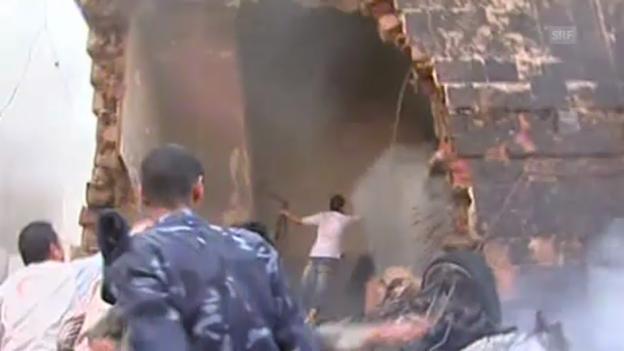Video «Militärjet stürzt über Wohnhaus ab» abspielen