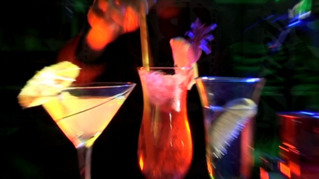 Video «Light-Drinks machen schneller betrunken» abspielen