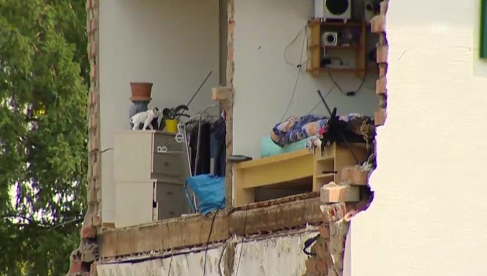 Wohnhaus nach Explosion zerstört (unkomm.)