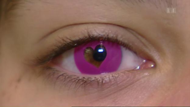 Video «Vorsicht mit farbigen Kontaktlinsen» abspielen