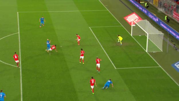 Video «Fussball: EM-Quali, strittige Szene Fabian Schär» abspielen