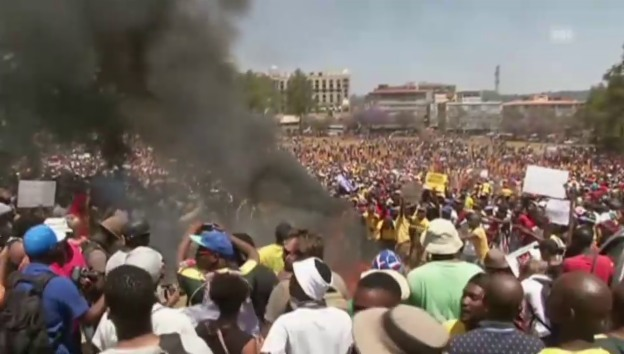 Video «Wütender Studentenprotest in Pretoria» abspielen