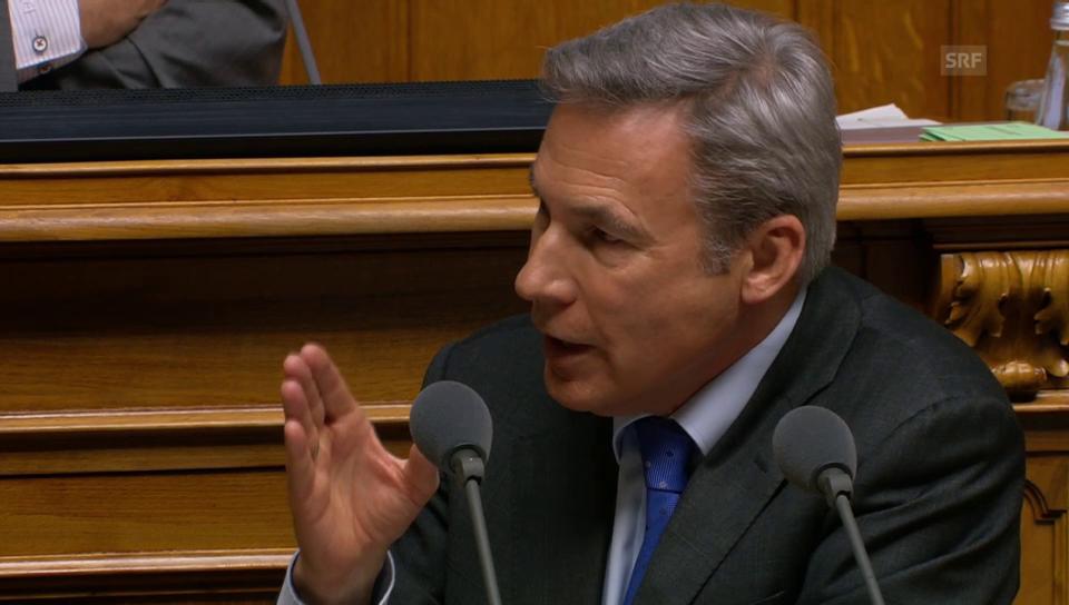 Adrian Amstutz (SVP/BE) gibt Martin Candinas (CVP/GR) Antwort