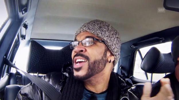 Video «Autokaraoke mit Stanley Miller» abspielen