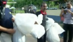 Video «Malaysische Polizei entdeckt Flüchtlingsgräber» abspielen