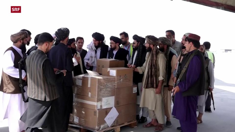 Hilfslieferungen erreichen Flughafen Kabul