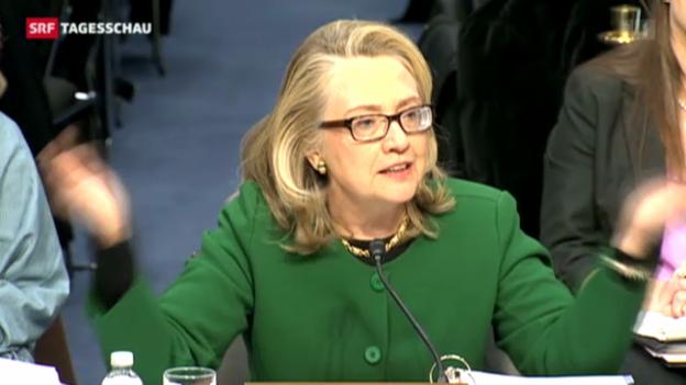Video «Hillary Clinton muss sich erklären» abspielen