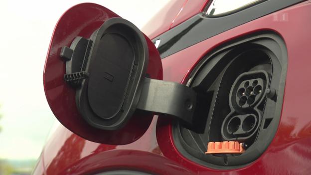 Video «Elektroautos im Praxistest: So weit kommen Sie damit wirklich» abspielen