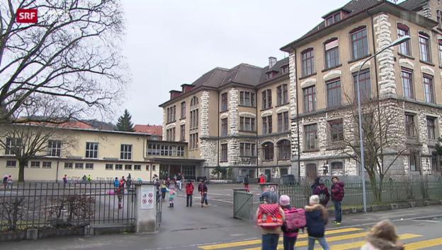 Video «Sexuelle Übergriffe in Schulhäusern: Koordinierte Tätersuche» abspielen