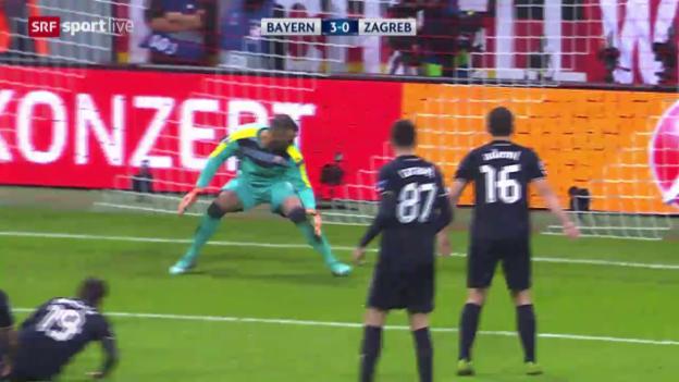 Video «Fussball: CL, Zagreb-Goalie Eduardo patzt gegen Bayern» abspielen