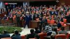 Video «Türkisches Parlament gegen Oppositionspolitiker» abspielen